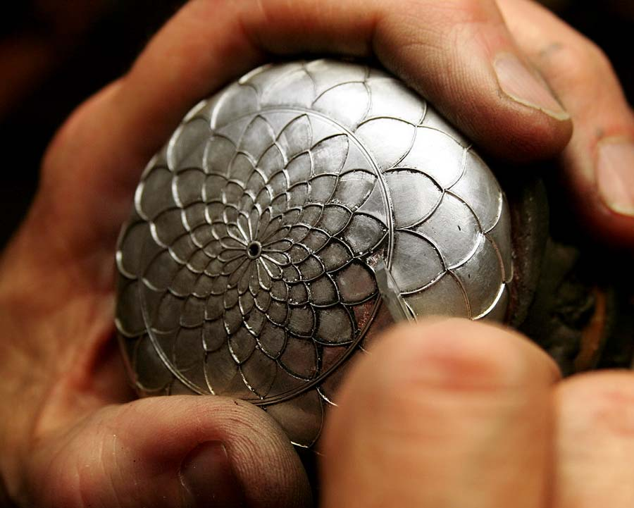 The Hand Engravers Association of Great Britain – Raising
